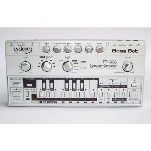 Cyclone Analogic TT-303 Bassbot